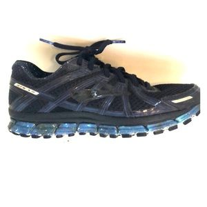 Brooks running shoes. Women's 10